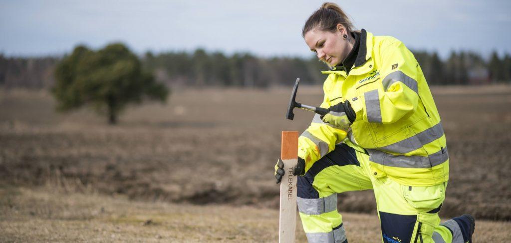 Geomatikks fälttekniker förebygger avbrott på el, telefoni och internettrafik.