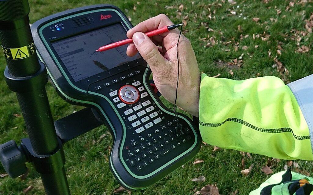Zoltan på Geomatikk hjälper nätägare att få koll på sina ledningsnät.
