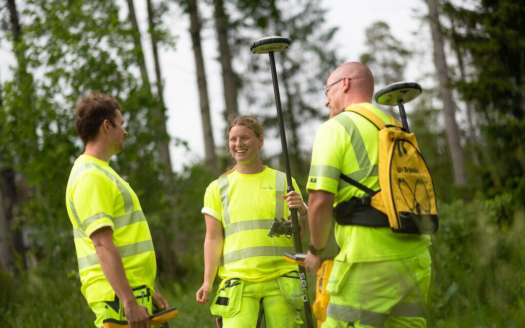 Tre Geomatikk-anställda i skog